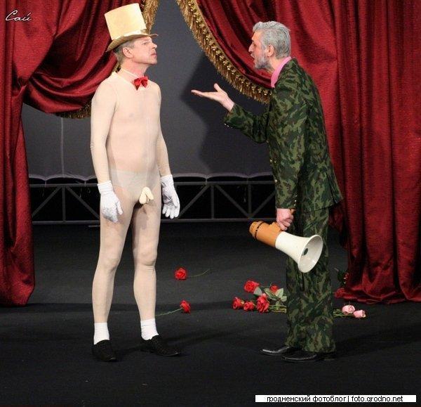 голыи в театре