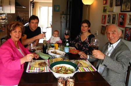 Воскресный ужин у родителей - неотъемлемая часть мужской жизни
