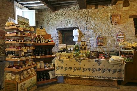 Магазин с типичными местными продуктами