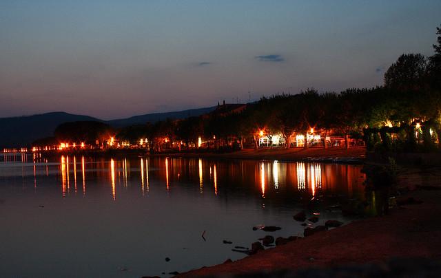 Ночной Браччиано очень красив