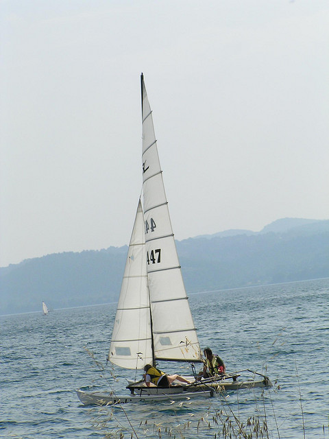 Яхтинг очень популярен на озере Браччиано