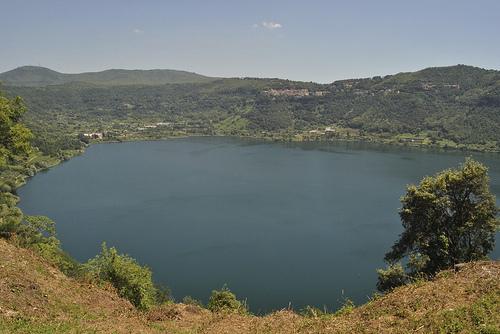 Озеро Неми привлекает своим уютом