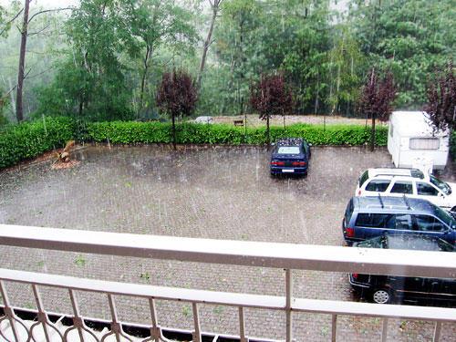 Кажется что просто мокро, на самом деле там сантиметров 10 воды!