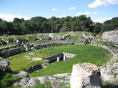 http://italia-ru.com/files/anfiteatro_romano_0.jpg