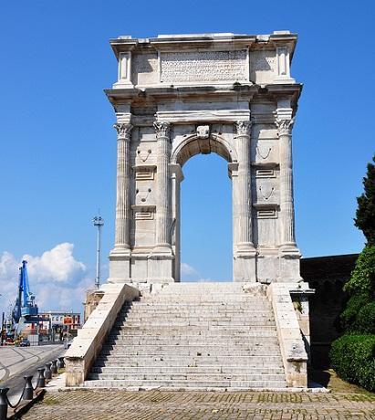 http://italia-ru.com/files/arco-di-traiano.jpg