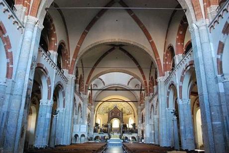 http://italia-ru.com/files/basilica-sant-ambrogio.jpg