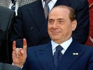 """""""Коза"""" на официальной фотосессии в исполнении Берлускони"""