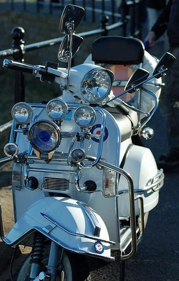 Скутер мода - больше света, хрома и зеркал