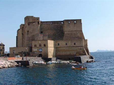 http://www.italia-ru.it/files/castel-dell-ovo-large.jpg