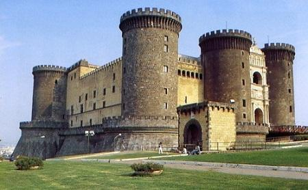 http://www.italia-ru.it/files/castel_nuovo.jpg