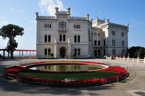 http://italia-ru.com/files/castello_di_miramare.jpg