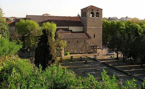 http://italia-ru.com/files/castello_di_san_giusto1.jpg