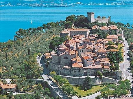 http://italia-ru.com/files/castiglione-del-lago.jpg