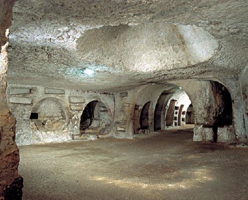 http://italia-ru.com/files/catacombe-san-giovanni.jpg