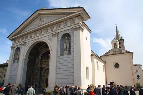 http://italia-ru.com/files/cattedrale-aosta.jpg