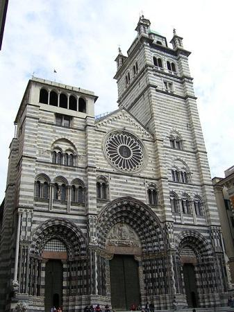 http://www.italia-ru.it/files/cattedrale_san_lorenzo.jpg