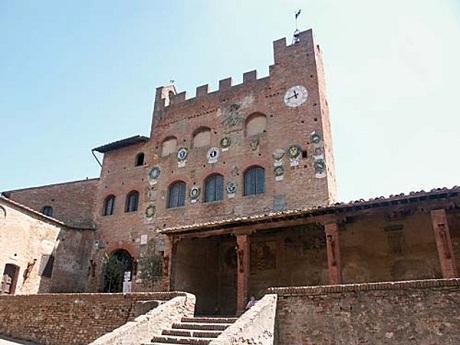 http://italia-ru.com/files/certaldo-palazzo-pretorio.jpg