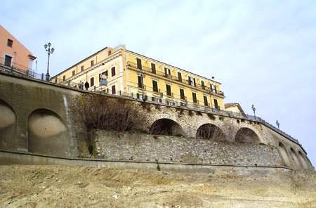 Древняя городская стена