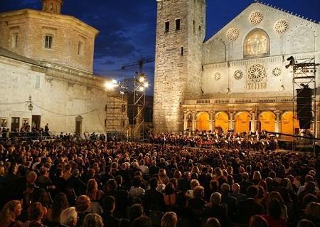 http://www.italia-ru.it/files/festival-spoleto-sanpietronivalle.jpg