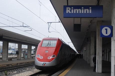 Высокоскоростной поезд Frecciarossa прибыл из Милана в Римини