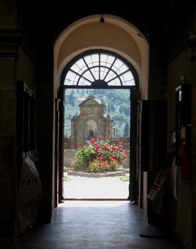 http://italia-ru.com/files/giardinopensilepalazzocomunale.jpg