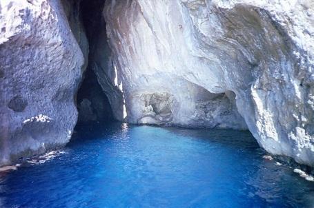 http://italia-ru.com/files/grotta_del_presepe_isola_di_marettimo.jpg
