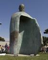 Статуя Иоанна Павла II, установленная недавно в Риме, попала в центр полемики