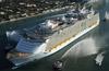 Крупнейший круизный лайнер в мире встал на якорь в порту Чивитавеккья