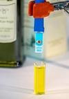 """В Италии придумали """"Оливер"""", портативный прибор, который проверяет оливковое мас"""