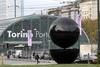 """Скульптура """"отца"""" итальянской рекламы украсила центр Турина"""