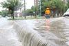 Милан: из-за непогоды река Севезо затопила городские дороги