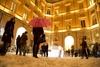 """Частичка австрийской культуры в самом сердце Рима: ледяные скульптуры, """"снег"""", я"""