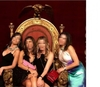 """Гостьи гала-вечера """"Wine&Thecity"""" в Королевском дворце Неаполя вчетвером залезли"""