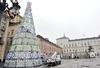 В центре Турина установлена гигантская рождественская ель в стиле hi-tech (ФОТОР