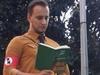 Бергамо: молодой человек одевается в фашистскую форму, чтобы выступить против ущ