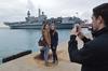 """Авианосец """"Кавур"""" принимает посетителей в порту Бари"""
