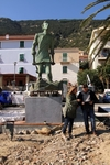 """L'uomo che salva il mare"": на острове Джильо воздвигли статую в честь мужества"