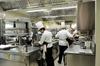 Два ресторана из десяти снижают цены