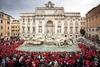 Римский фонтан Треви вошел в Книгу рекордов Гиннеса: более 1550 человек одноврем