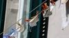 Виареджо: штраф до 500 евро тем, кто бросает использованные маски на землю