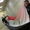 Колизей: сирийские беженцы водружают флаг исламской республики на фасад памятни