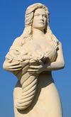 В городок на юге Италии вернули статую Мануэлы Аркури, которая была убрана год н