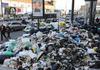 Неаполь опять завален мусором, но разрешить ситуацию навряд ли смогут даже военн