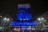 Миланская башня Веласка окрасилась в синие тона