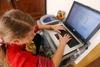 Итальянские педиатры советуют не шпионить за своми детьми в Интернете, а попытат