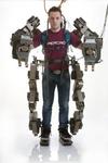 Итальянцы разработали робо-костюм, который способен увеличивать силу человека в
