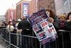 В Риме тысячи покупатели в погоне за суперскидками штурмовали новый магазин Tron