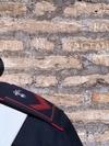 Американские туристки вырезают инициалы на Колизее и делают селфи