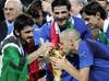 В Бари можно полюбоваться на кубок мира по футболу, завоеванный Италией на ЧМ-20