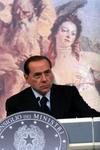Берлускони не дали полюбоваться грудью